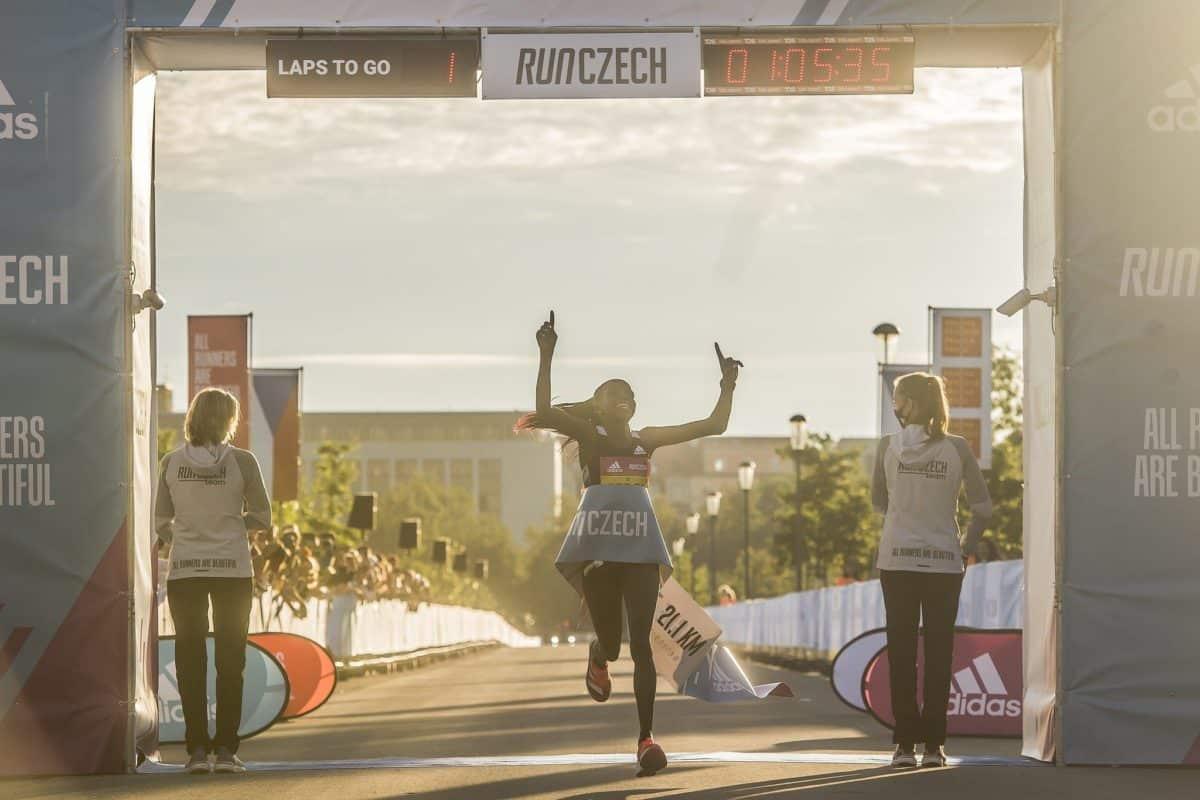 Un nouveau record mondial sur semi féminin