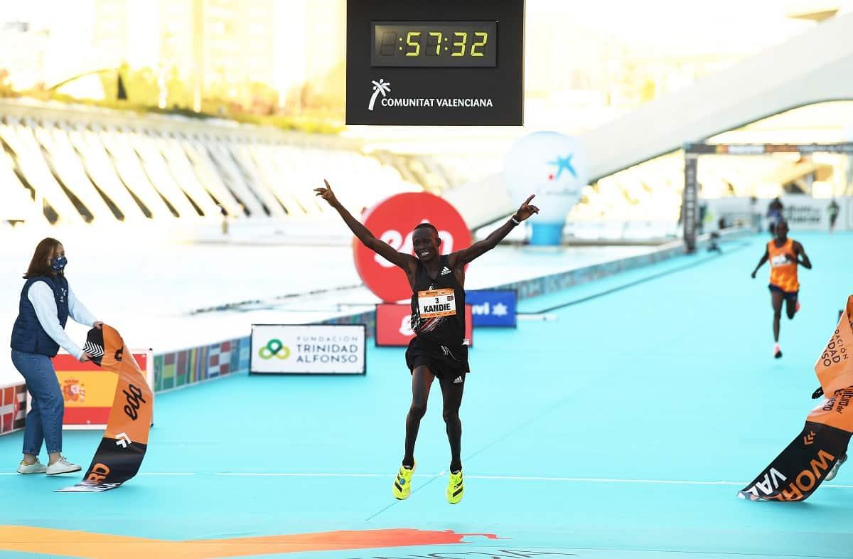 Nouveau record mondial de semi-marathon par Kibiwott Kandie
